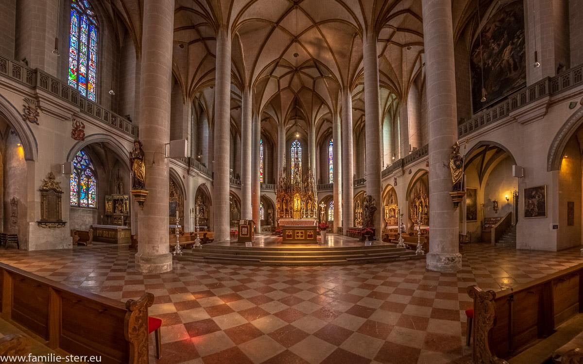 Altarraum der St. Martin - Basilika in Amberg in der Oberpfalz