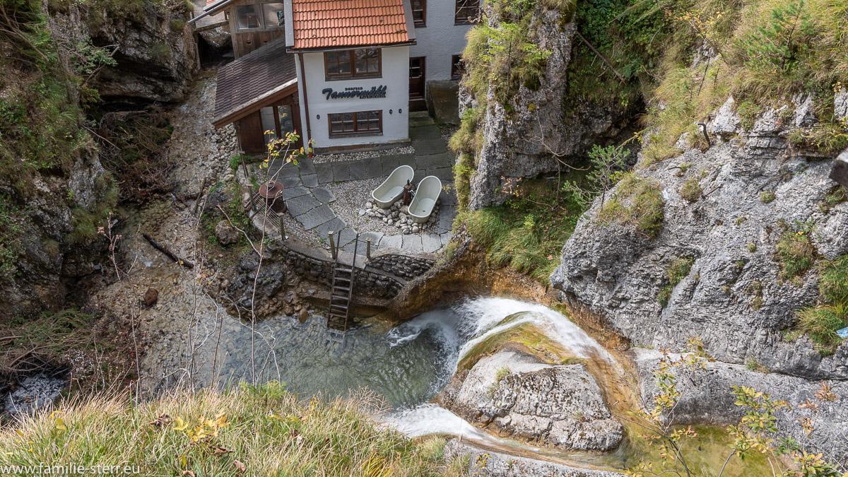 Blick von der Brücke über den Mühlbach.Wasserfall zum Dorfbad Tannermühl am unteren Ende des Legerwaldgrabens