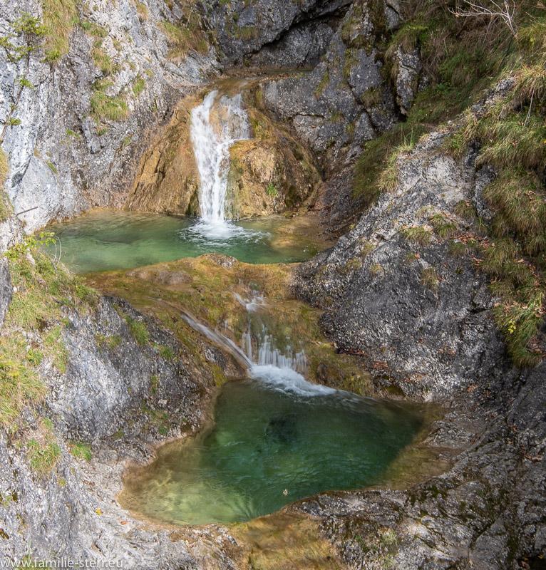 zwei Wasserfälle und Gumpen des Mühlbach - Wasserfalls in Bayrischzell