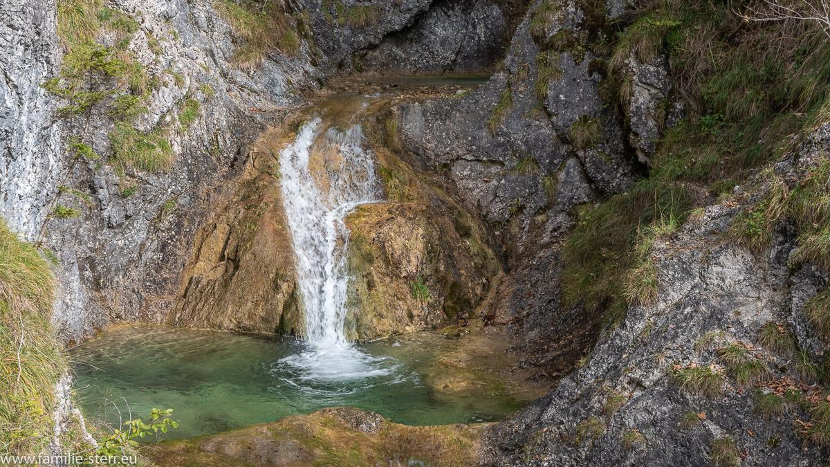 Wasserfall und Gumpe am Mühlbach - Wasserfall am Ende des Legerwaldgrabens in Bayrischzell