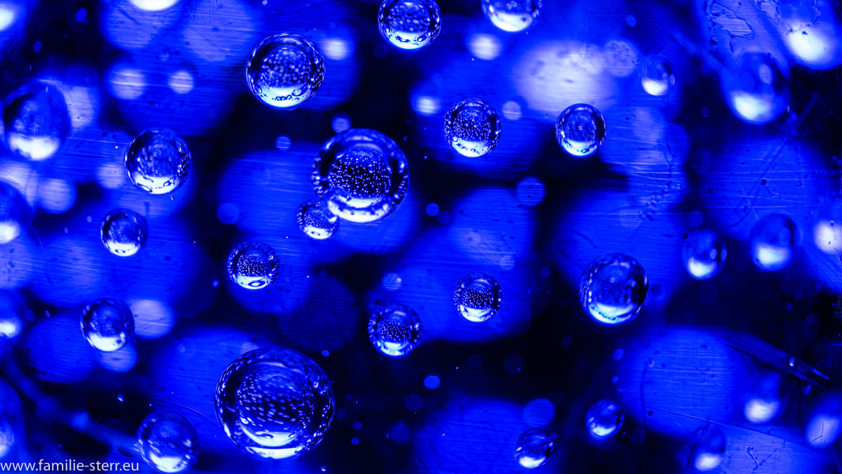 blaue Glaskugel - Detailaufnahme