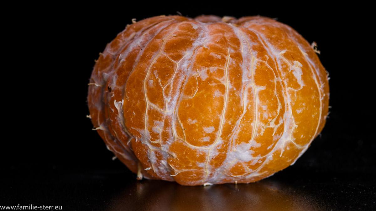 eine geschälte Clementine