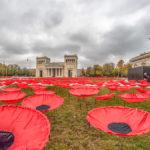 rote Stoff - Mohnblumen auf dem Königsplatz in München