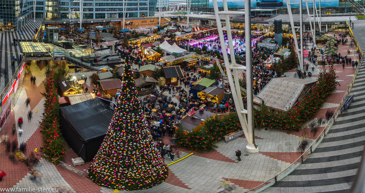 Der jährliche Christkindlmarkt / Wintermarkt / Weihnachtsmarkt am Flughafen München