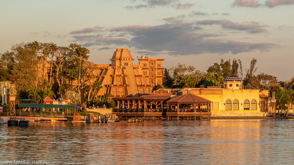 Sonnenuntergang im EPCOT - Center beim mexikanischen Pavillon