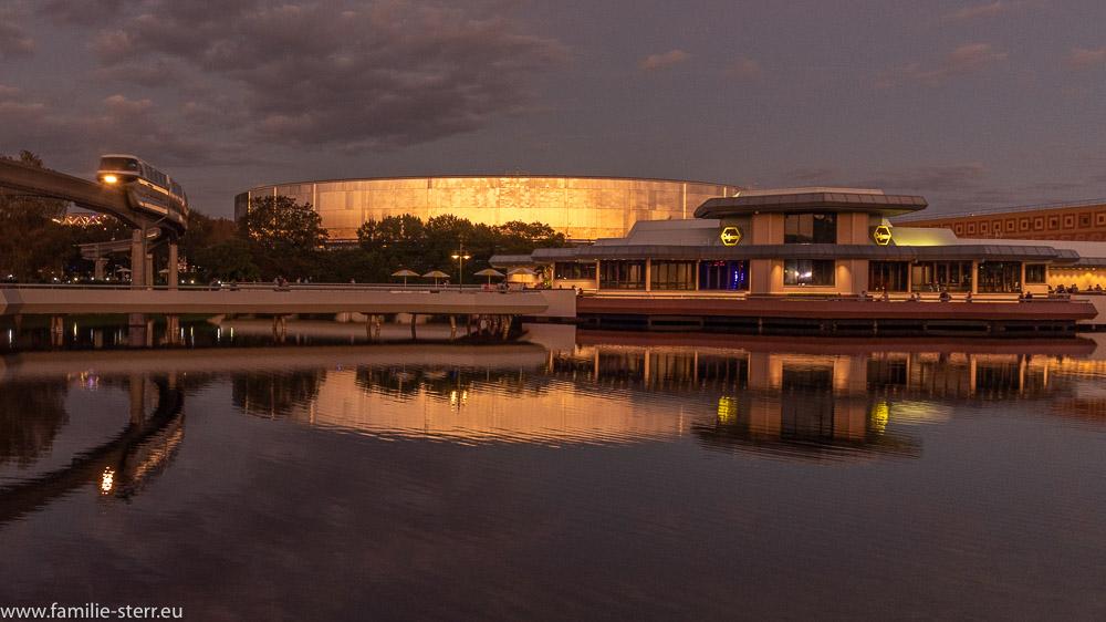 Sonnenuntergang im EPCOT / Testtrack und Odyssee