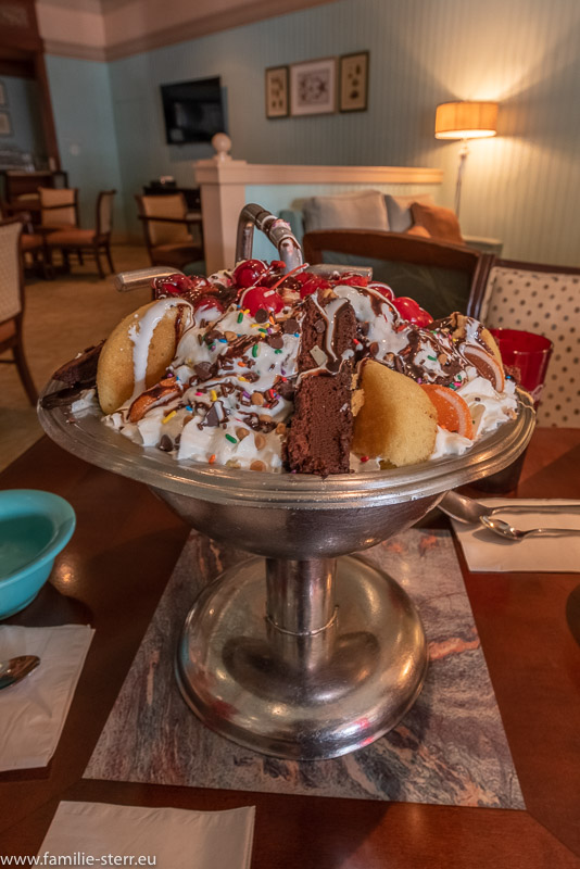 der Kitchen-Sink - Eisbecher iaus dem Beaches and Cream Restaurant in Disney's Beach Club Resort, Disney World, Florida