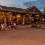 Crockett's Tavern / Wilderness Lodge - Disney World, Florida am Abend