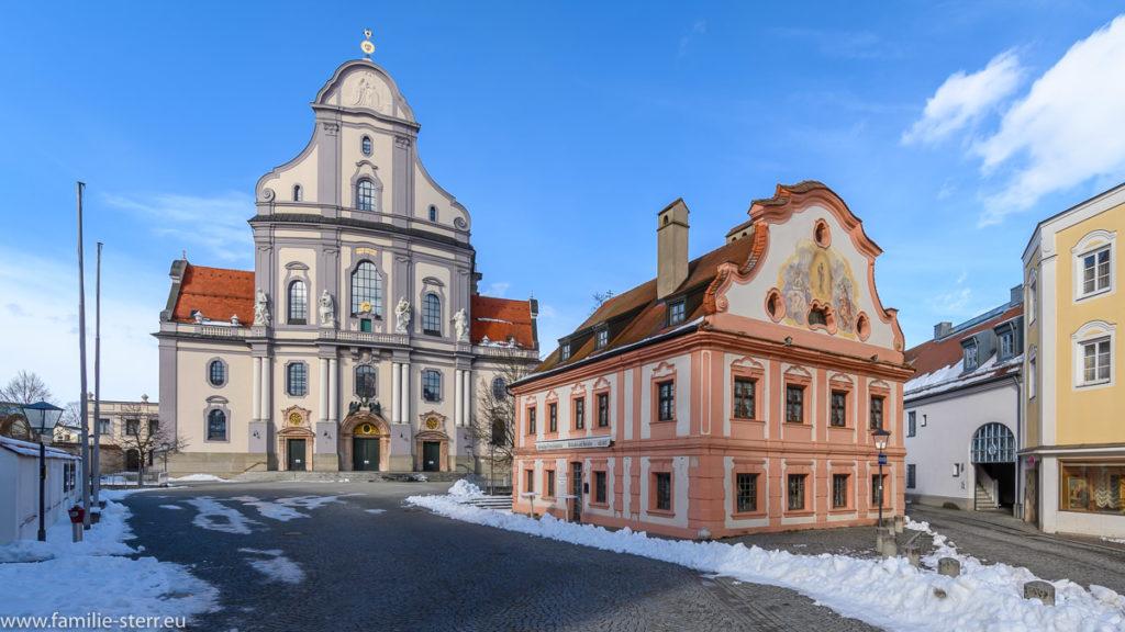 Basilika St. Anna hinter dem ehemaligen Franzsikanerhaus in Altötting