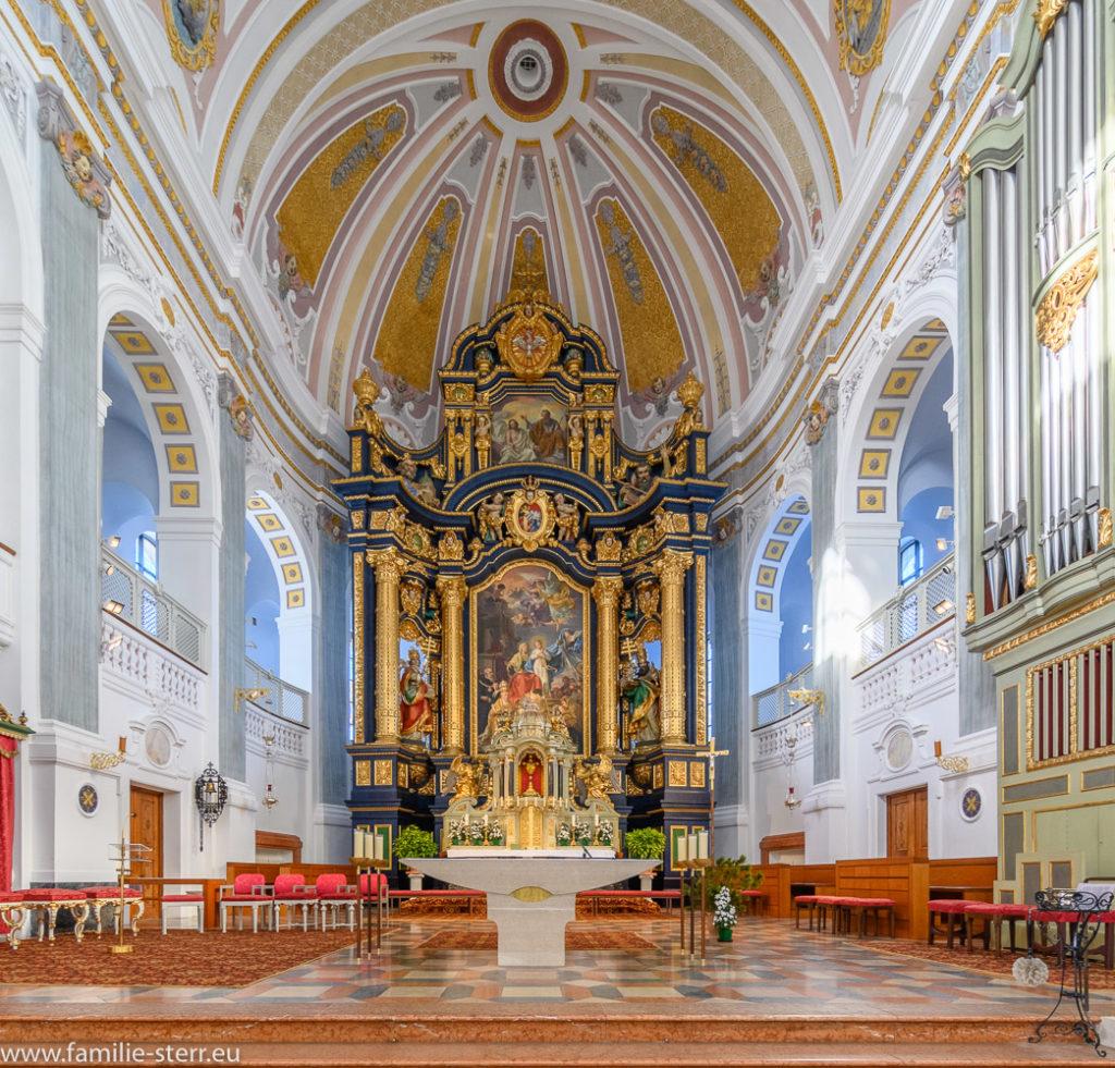 Altarraum der päpstlichen Basilika St. Anna in Altötting