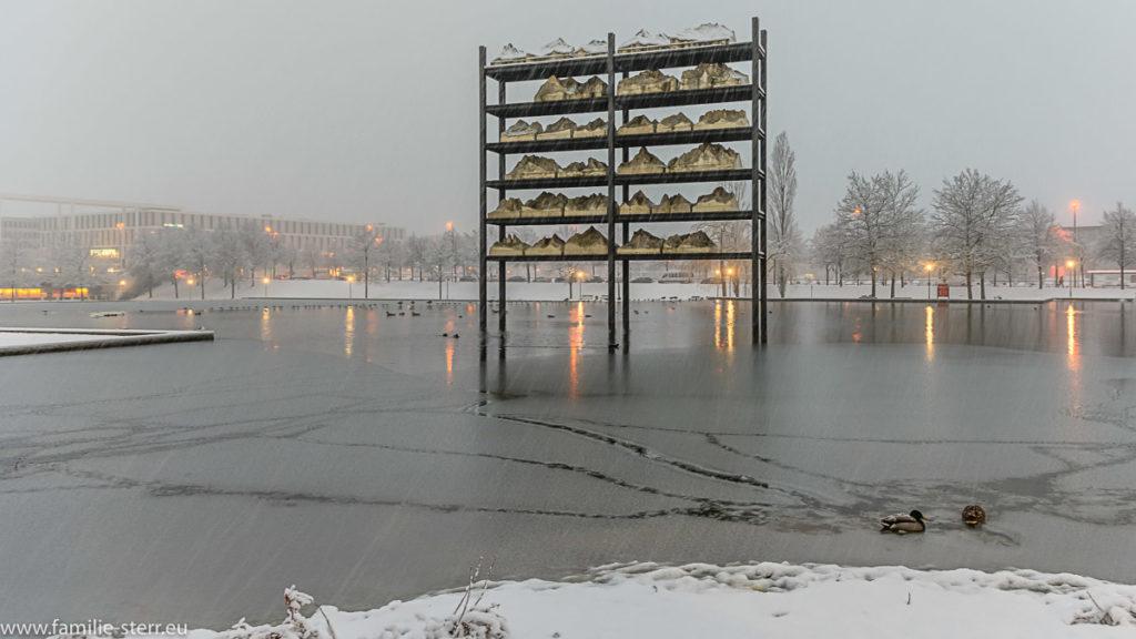 Gipfel im Regal - Schneefall am Münchner Messesee