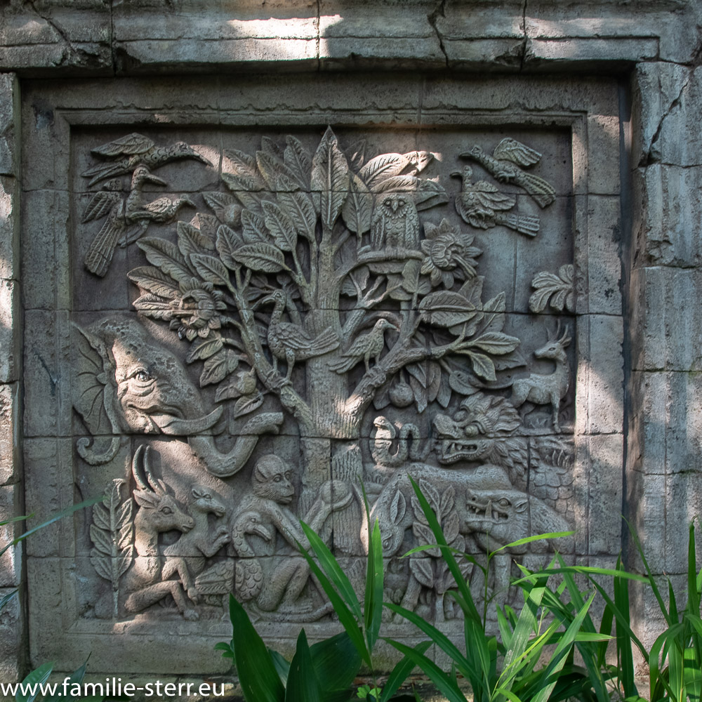 Relief mit dem Baum des Lebens in Anandapur - Animal Kingdom, Disney World, Florida