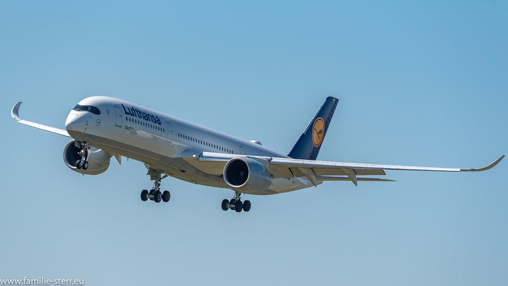 Lufthansa Airbus A350 D-AIXH im Anflug auf München