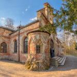 verwitterte Fassade der Magdalenenklause im Park beim Schloss Nymphenburg