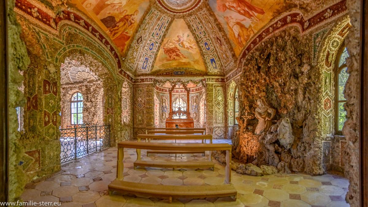 Innenansicht der Grottenkapelle St. Maria Magdalena in der Magdalenenklause