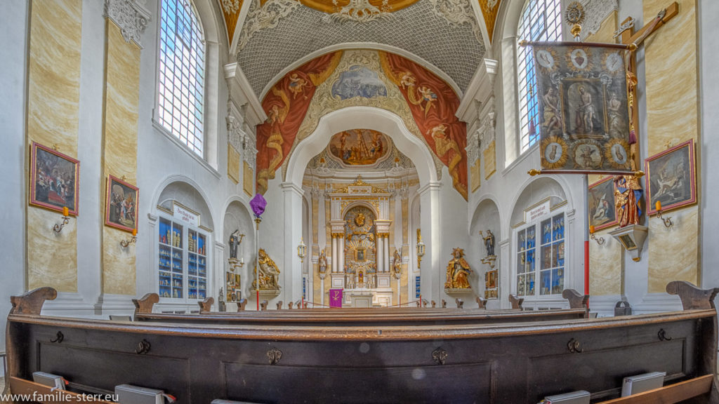 Hauptraum mit Hochaltar der Wieskirche bei Freising