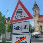 Warnschild Rollsplitt in Altenerding