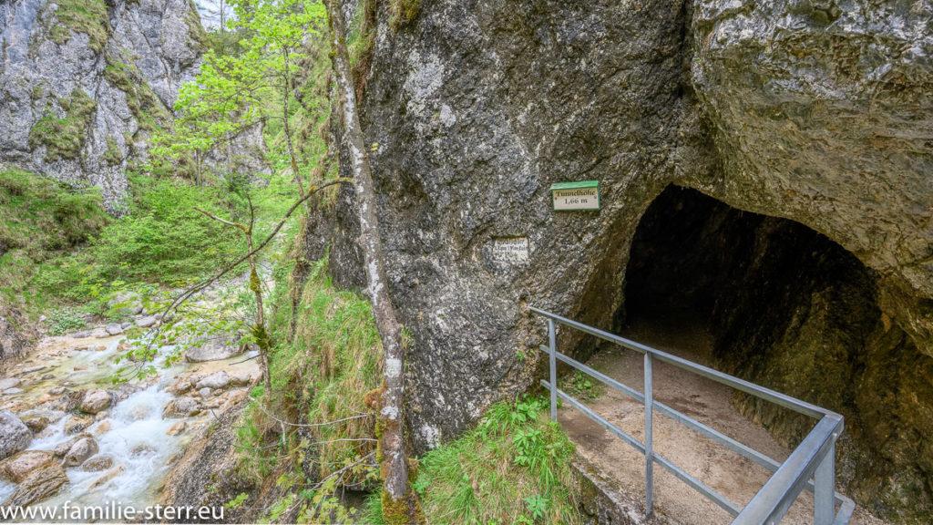 Tunnel am Wanderweg durch die Almbachklamm