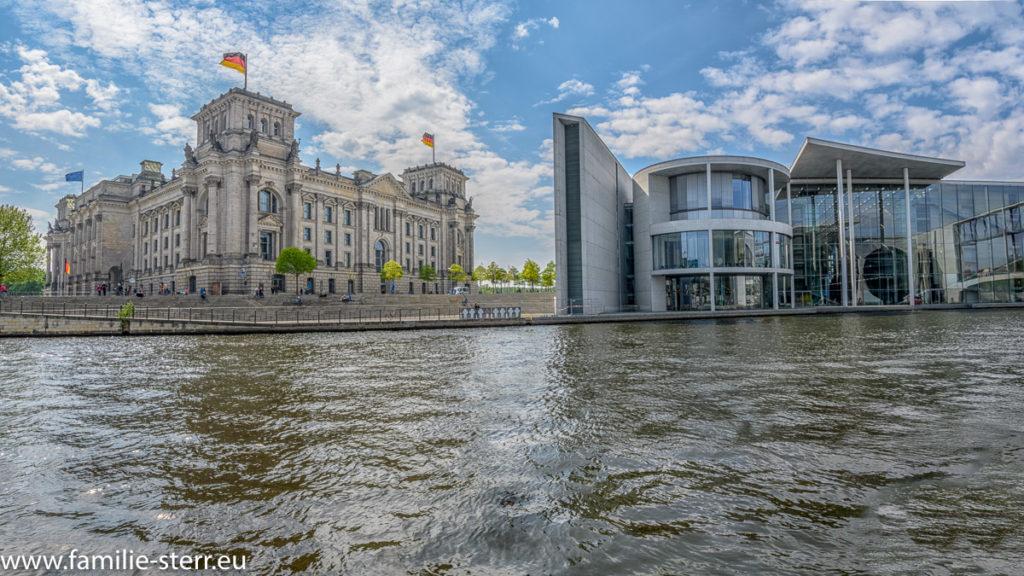 Reichstag und Paul Löbe Haus von der Spree aus