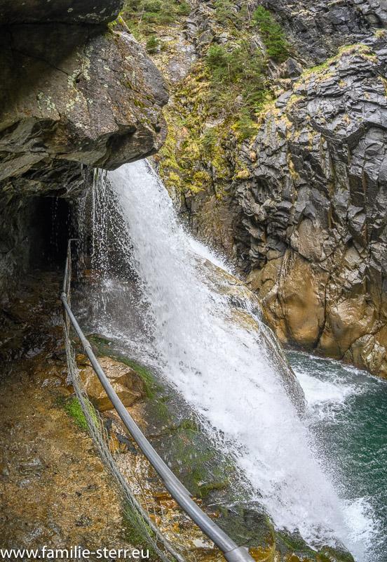 Wasserfall des Hinterrheins in der Rofflaschlucht in Graubünden