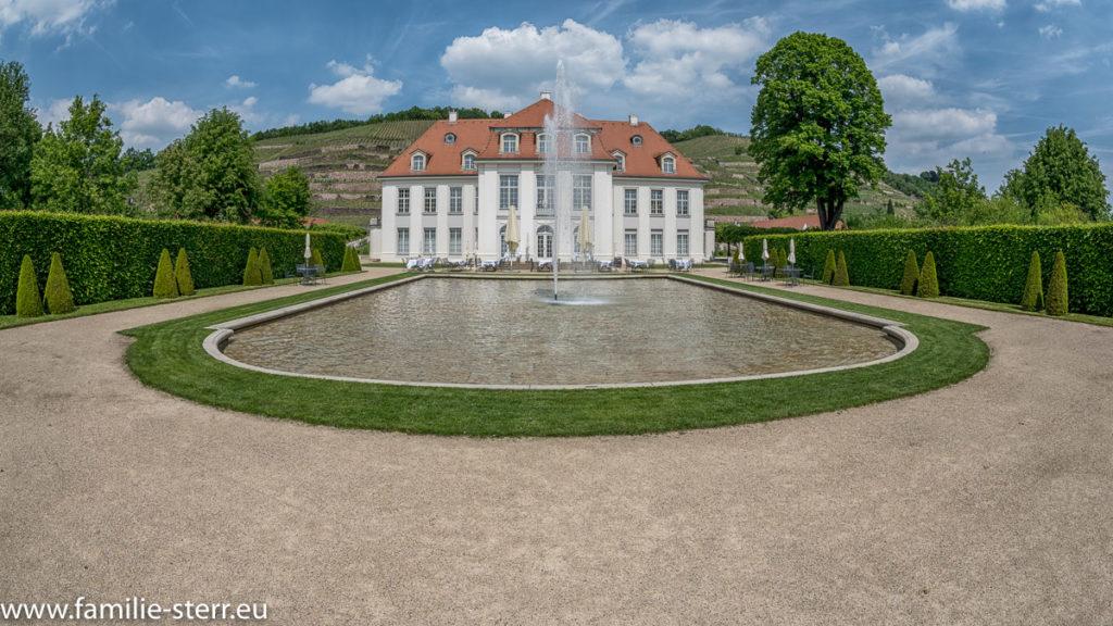 Brunnen vor dem Schloss Wackerbarth bei Radebeul