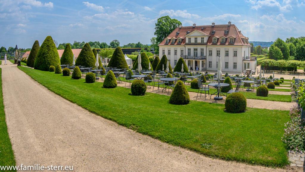 Schloss Wackerbarth / Radebeul - Blick vom Belvedere zum Schloss