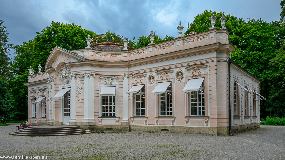 Ostfassade der Amalienburg im südlichen Teil des Park am Schloss Nymphenburg