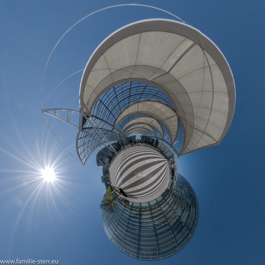 Munich Airport Center und T2 als Little Planet bei strahlendem Sonnenschein