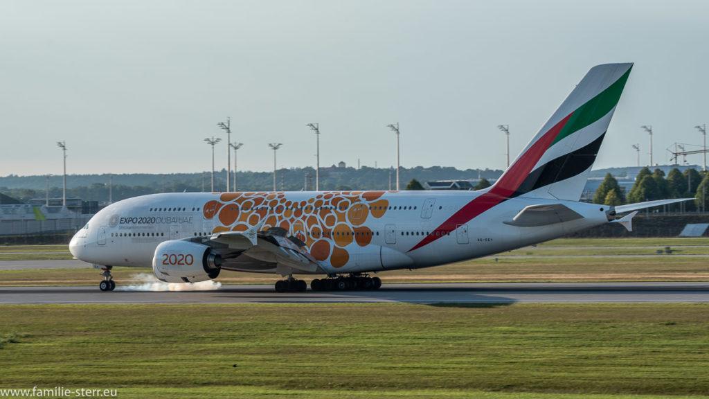 "Airbus A380 A6-EEY Emirates in ""EXPO 2010 Dubai"" bei der Landung am Flughafen München"