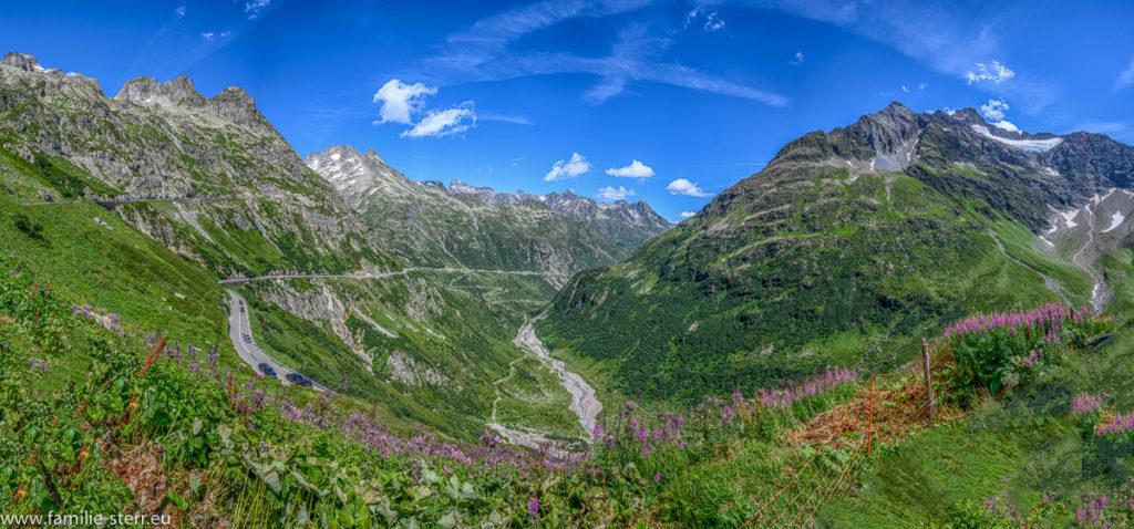 Blick über die Auffahrt zum Sustenpass Richtung Andermatt