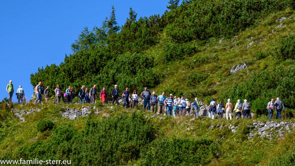 eine Menschenschlange auf dem Wanderweg zum Jenner - Gipfel