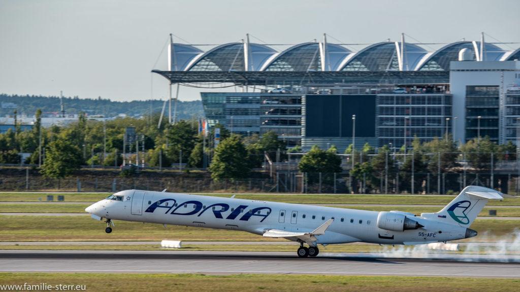 Landung einer Adria Airways Bombardier CRJ 900 am Flughafen München