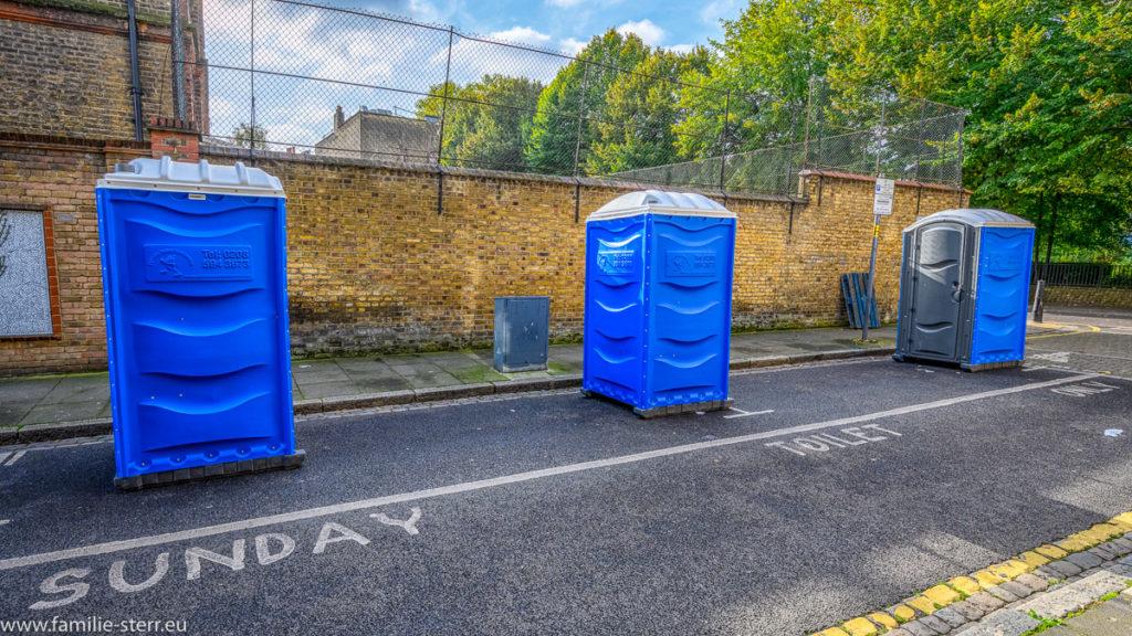 Toiletten auf Parkplatz