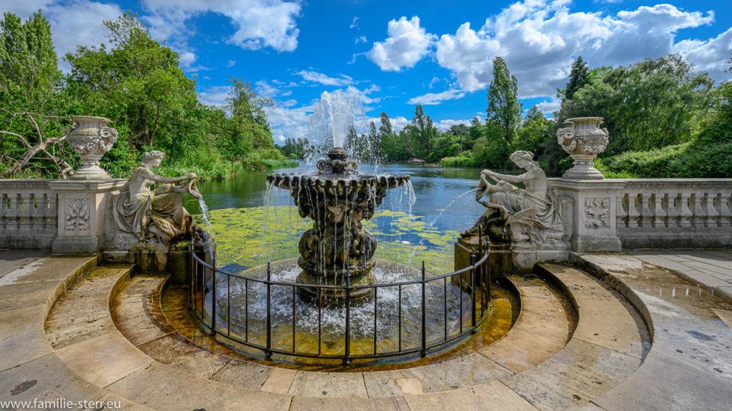 Springbrunnen im Italian Garden / Hyde Park / London