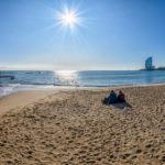 Strahlender SOnnenschein über dem Strand von Barceloneta