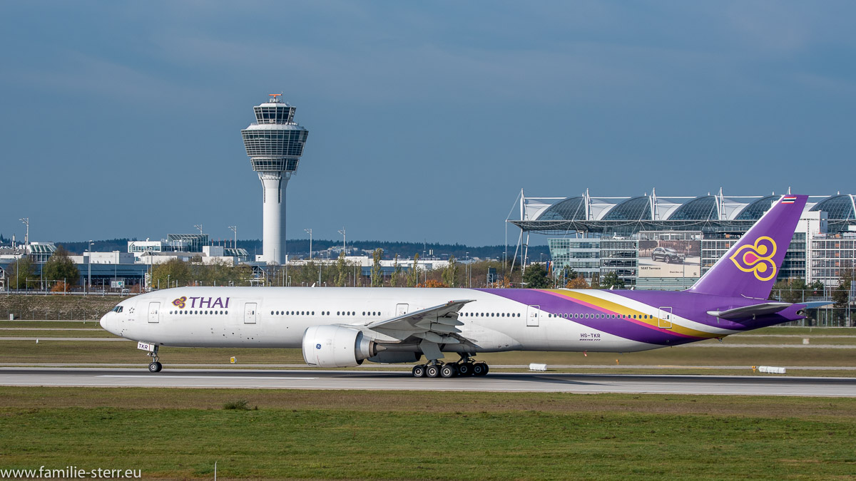Boeing-B777-3ALER-Thai-International-Airways HS-TKR