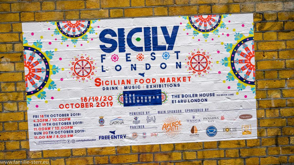 """Hinweisschild auf das """"Sicily Fest"""" in London"""