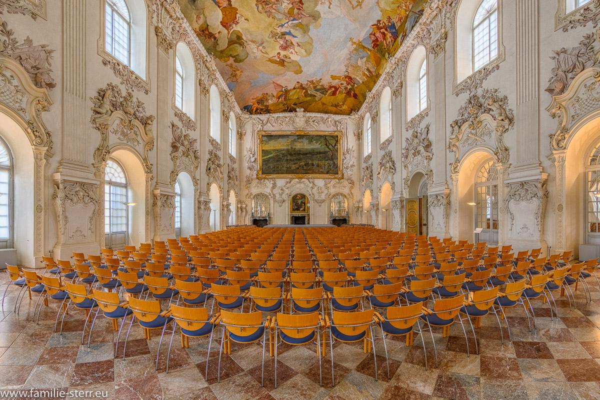 Blick in den großen Saal im Schloss Oberschleissheim mit Bestuhlung