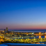 Sonnenaufgnag über Barcelona Beach und Port Vell