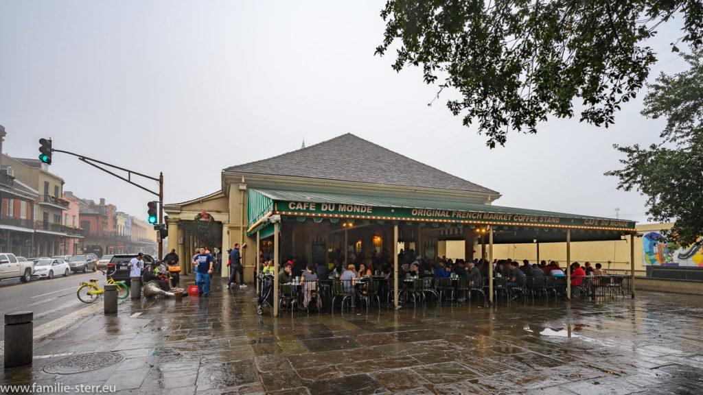 Das Cafe du Monde bei starkem Nebel