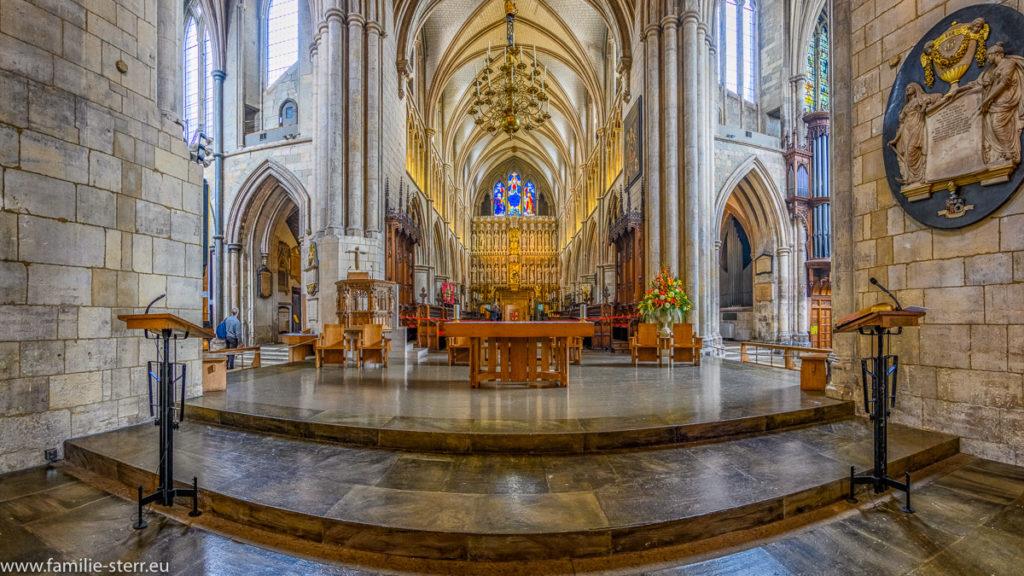 Der Altarraum der Southwark Cathedral in Londn