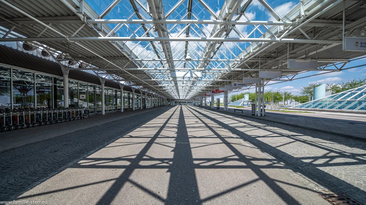 der komplett leere Vorfahrtsbereich zum Bereich C iim Terminal 1