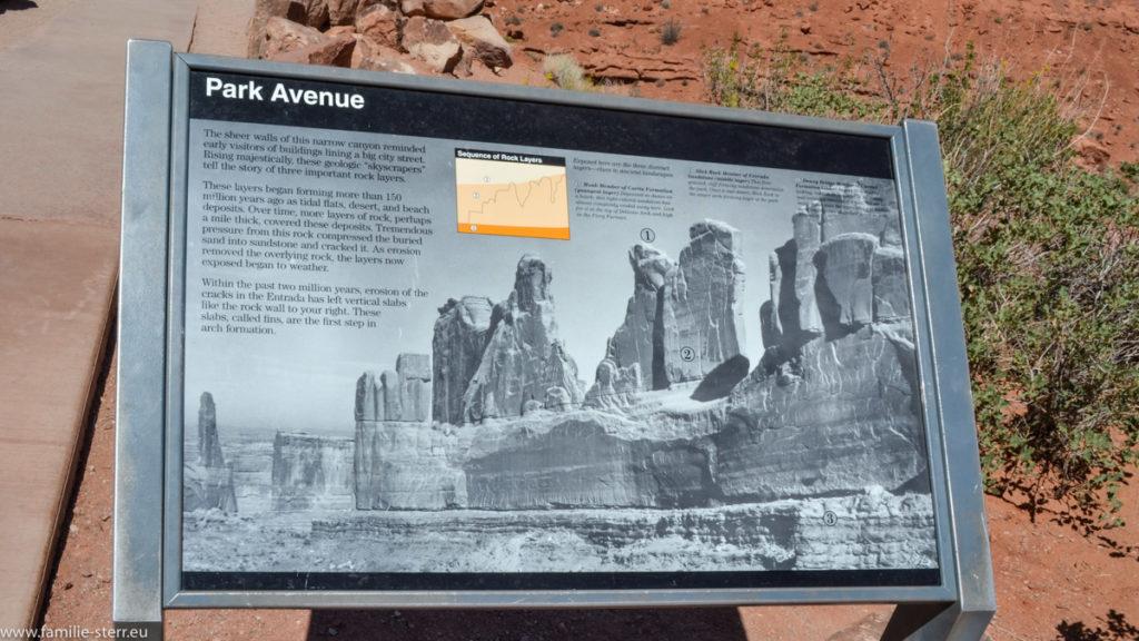 Hinweisschild am Park Avenue Trail im Arches National Park in Utah