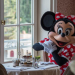 Minnie Mouse in der Castle Club Lounge