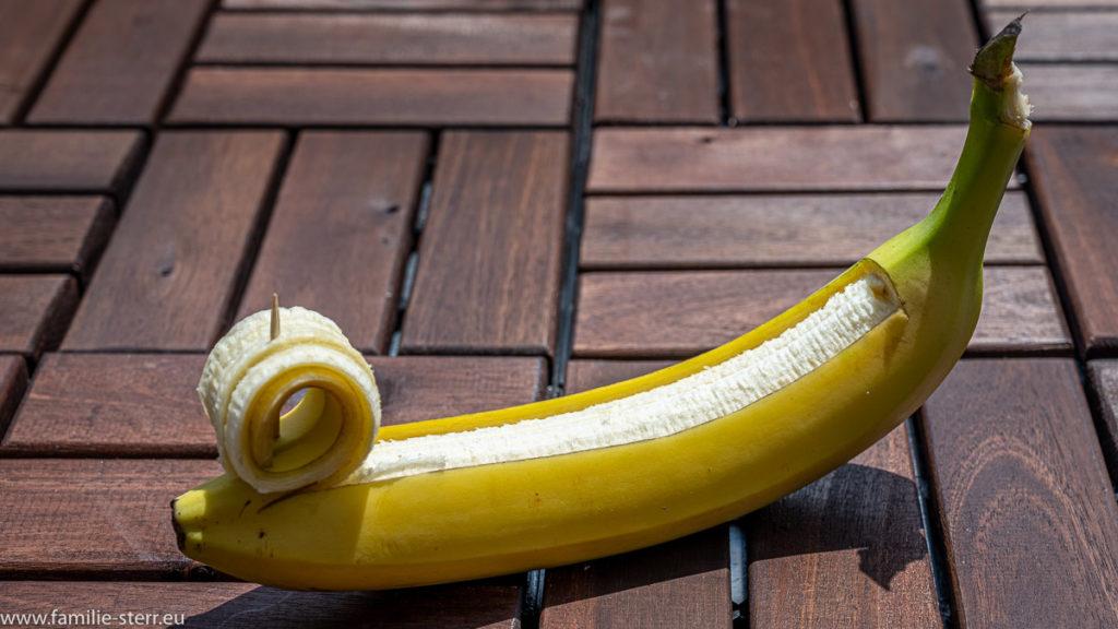 vorbereitete Banane zur Füllung mit Schokolade und anschließender Vergrillung