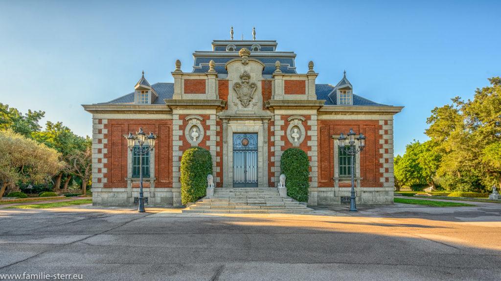 Eingang zum Palast Albeniez in Barcelona
