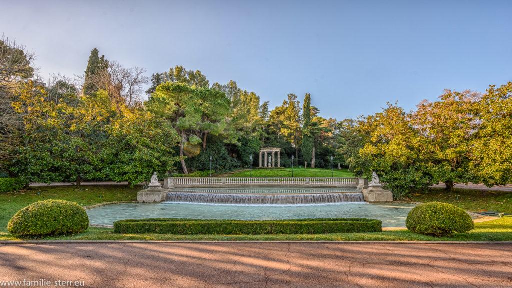 Brunnenanlage im den Joan Margall - Gärten vor dem Palauet Albeniz in Barcelona