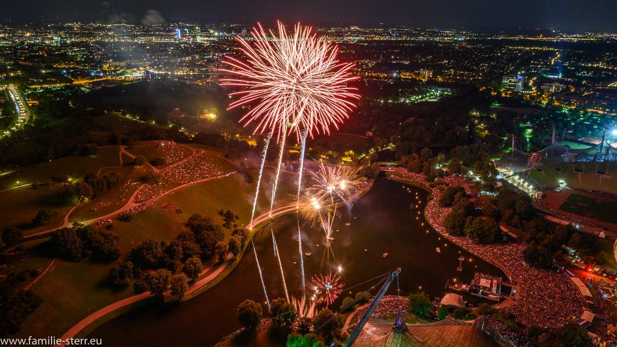 Feuerwerk beim imPark Sommerfestival 2019 vom Olympiaturm aus gesehen