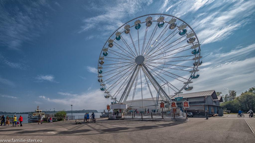 ein Riesenrad im Hafen von Prien / Stock am Chiemsee