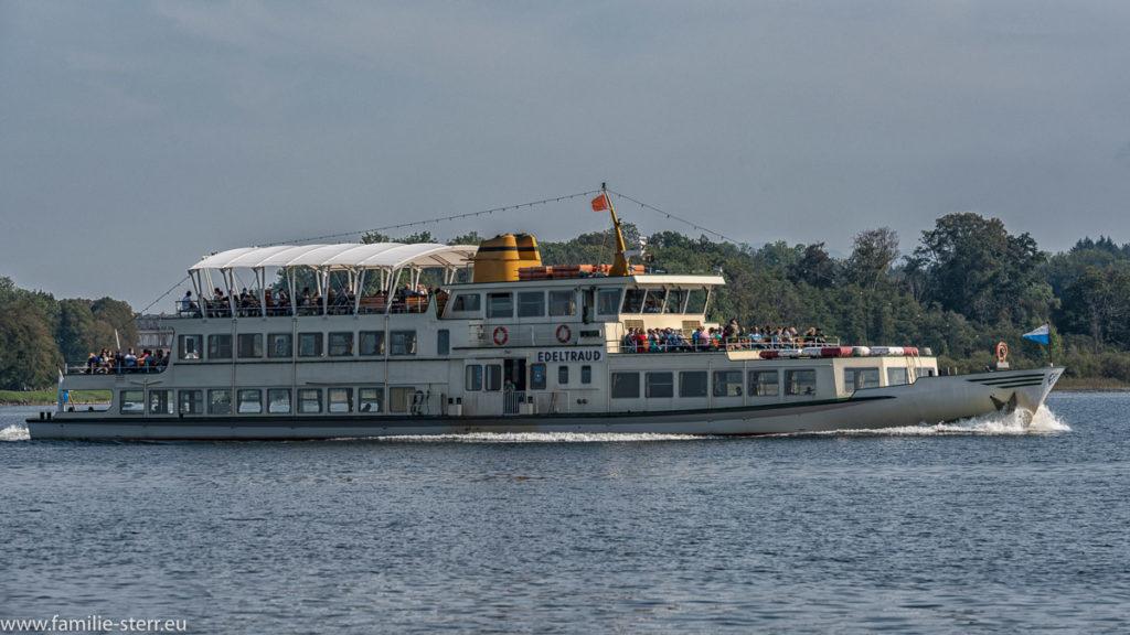 die MS Edeltraud auf dem Weg von der Herreninsel zum Hafen Prien / Stock